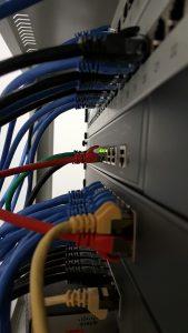 kabel und vernetzung durch die edv